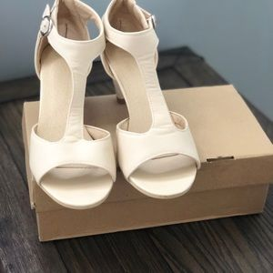 Nude color shoes great for formal event or work.
